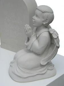 nagrobek z rzeźbą